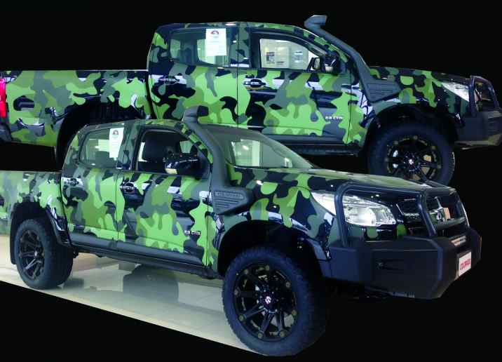 colorado ute holden car wrapping camo